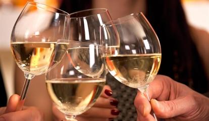 Το κρασί το ανέγγιχτο, το κρασί το αφίλητο, της Μαριάνας Τζιαντζή